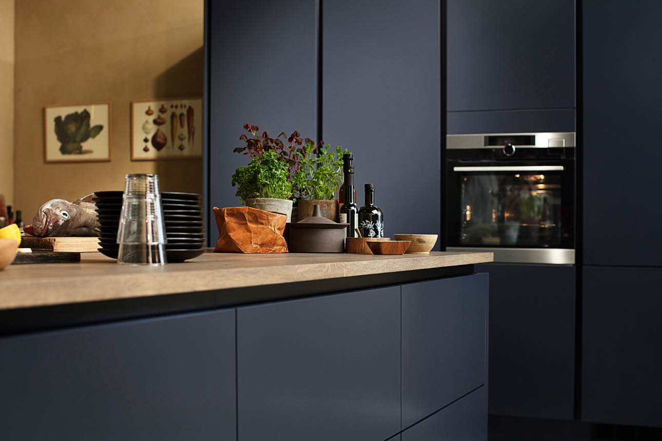 kitchen pictures with dark cabinets with Kjoekken on Black And White Kitchen Design as well Cambria Bellingham Kitchens moreover How To Whitewash Cabi s Ideas as well H tons Style  es To A Sydney Apartment additionally Luna Pearl.